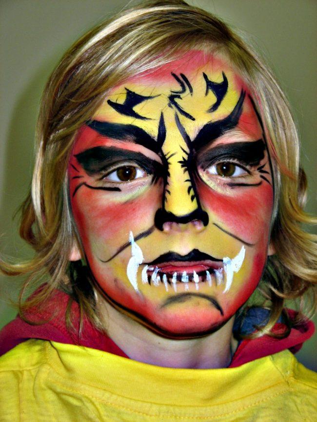 Facepainting - malování na obličej - kluk jako superhrdina.