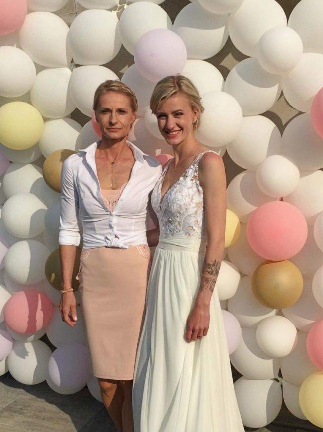 Svatební balónkový fotokoutek - balónková stěna - chrom balónky