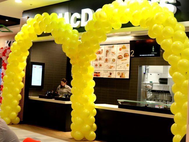 Balónkový oblouk - firemní logo z balónků