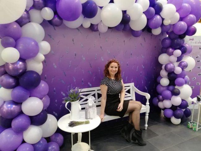 Nepravidelná organická balónková brána čtvercového tvaru