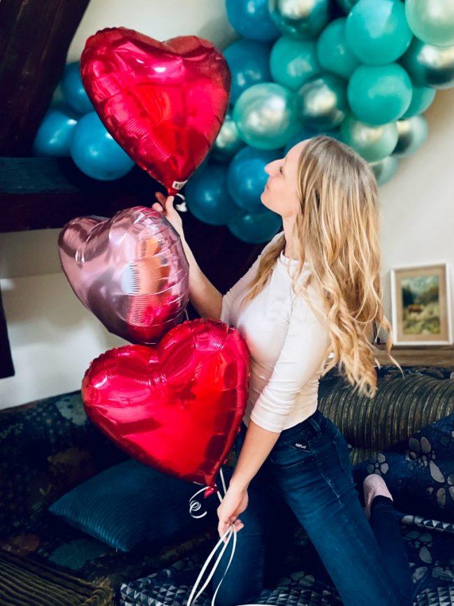 Fóliové balónky s héliem - foliový balonek srdce červené a růžové - organická balónková girlanda s chromovými balónky
