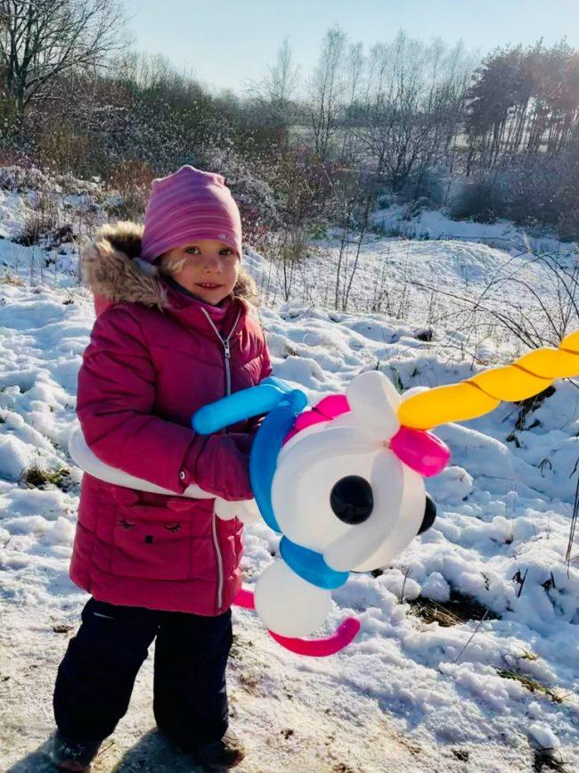 Balonkový jednorožec vymodelovaný v programu pro děti - balónková dílna neboli modelování balónků.